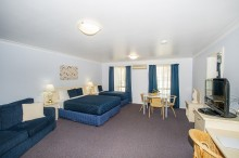 Two Bedroom Suite with Dual Air Con/Heating